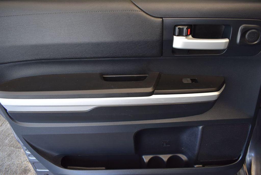 2015 Toyota Tundra CrewMax 5.7L V8 6-Spd AT SR5 (Natl) - 18044379 - 10