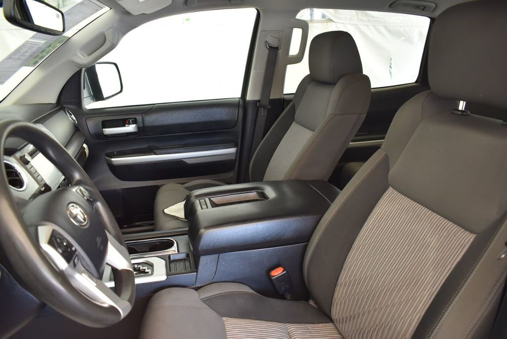 2015 Toyota Tundra CrewMax 5.7L V8 6-Spd AT SR5 (Natl) - 18044379 - 11