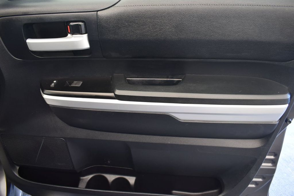 2015 Toyota Tundra CrewMax 5.7L V8 6-Spd AT SR5 (Natl) - 18044379 - 20