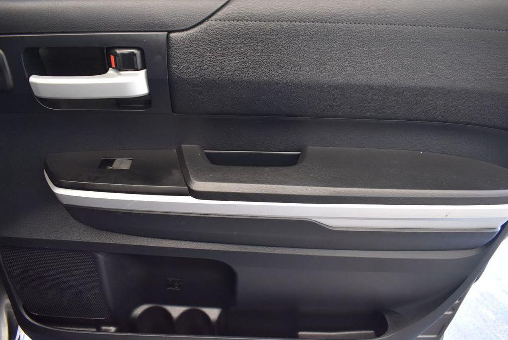2015 Toyota Tundra CrewMax 5.7L V8 6-Spd AT SR5 (Natl) - 18044379 - 22