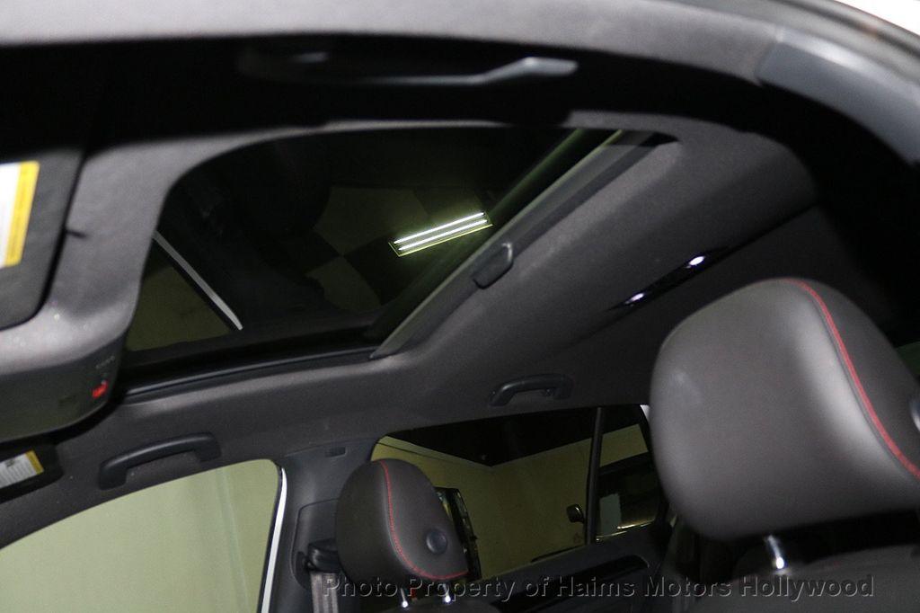 2015 Volkswagen Golf GTI SE - 18279103 - 17