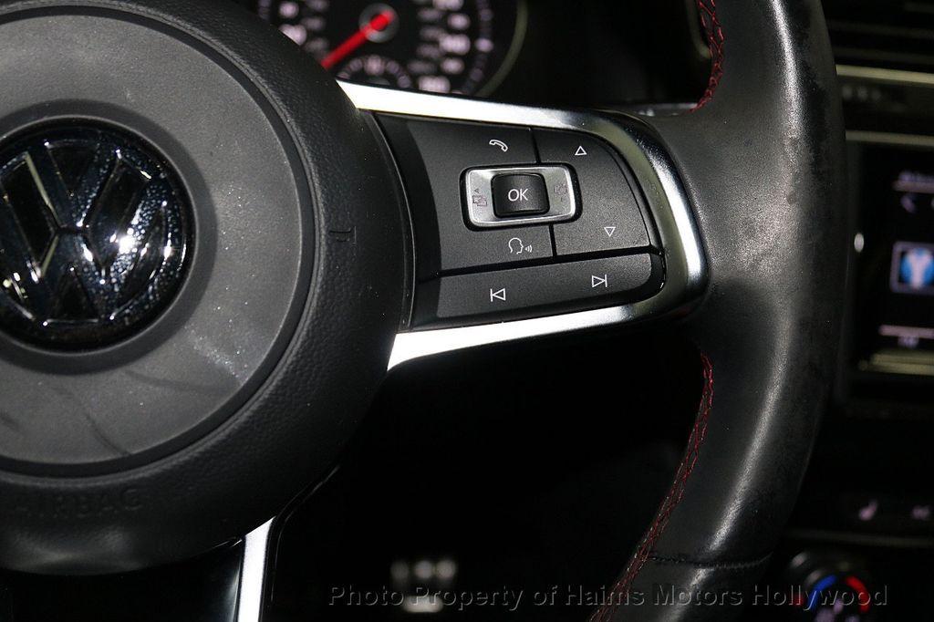 2015 Volkswagen Golf GTI SE - 18279103 - 24