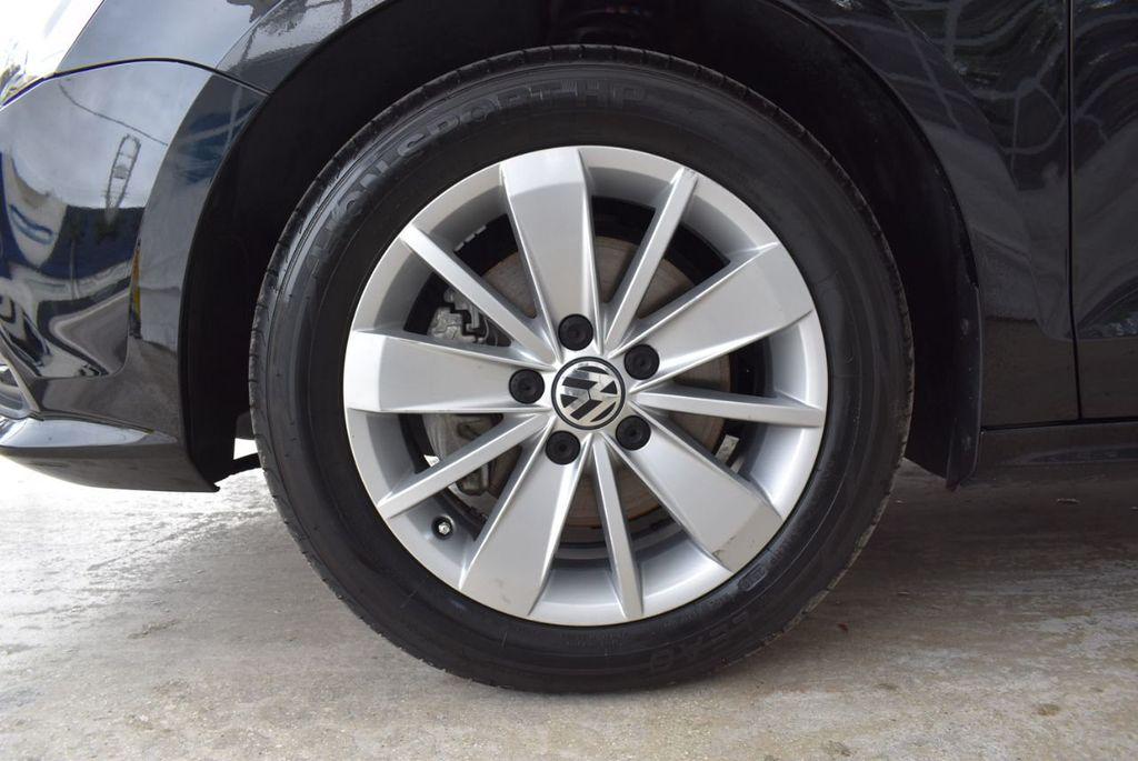 2015 Volkswagen Jetta Sedan SE - 18359535 - 11
