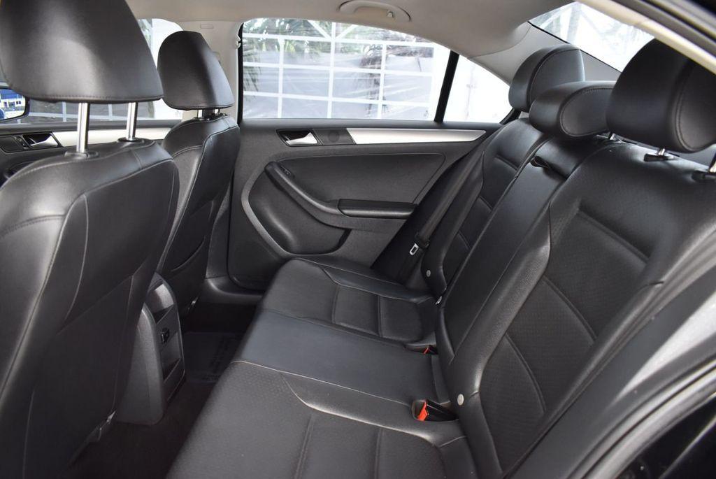 2015 Volkswagen Jetta Sedan SE - 18359535 - 14