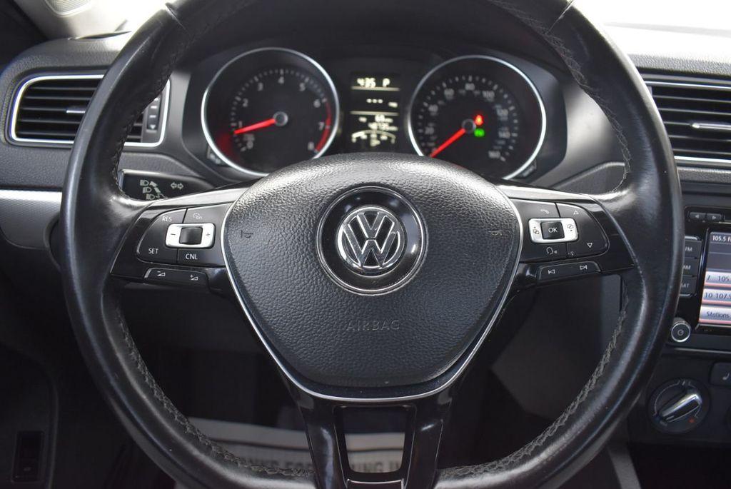 2015 Volkswagen Jetta Sedan SE - 18359535 - 17