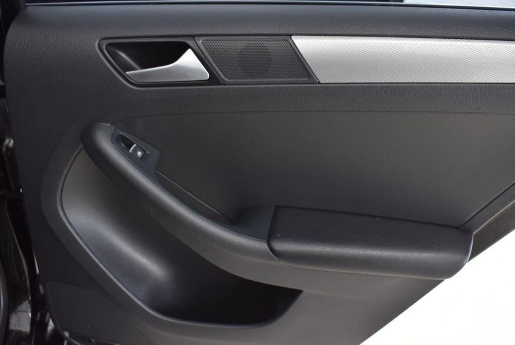 2015 Volkswagen Jetta Sedan SE - 18359535 - 23