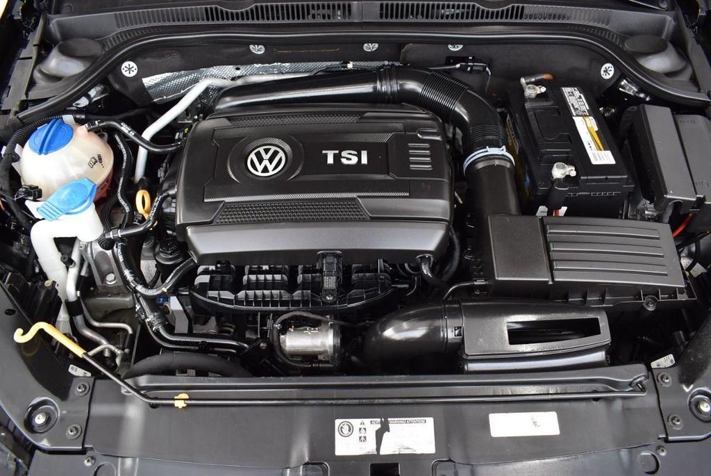 2015 Volkswagen Jetta Sedan SE - 18359535 - 26