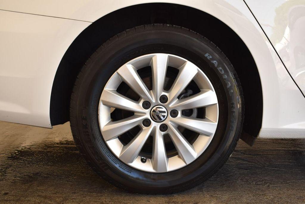 2015 Volkswagen Passat 1.8T S - 18194286 - 9