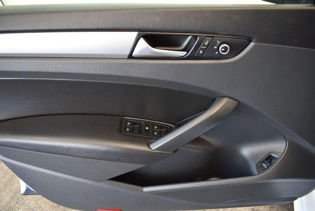 2015 Volkswagen Passat 1.8T S - 18194286 - 13