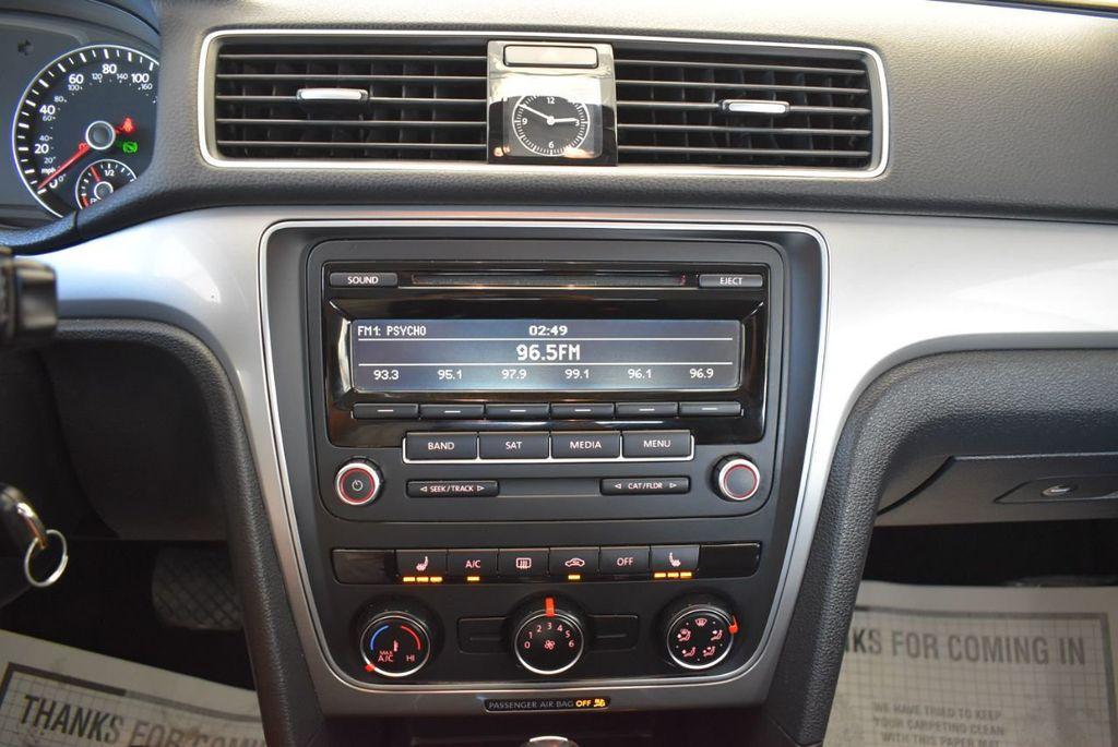 2015 Volkswagen Passat 1.8T S - 18194286 - 17