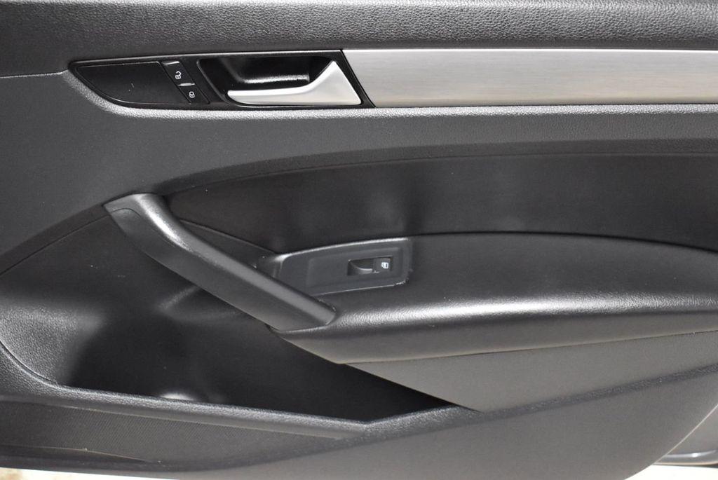 2015 Volkswagen Passat 1.8T SPORT - 18387278 - 17