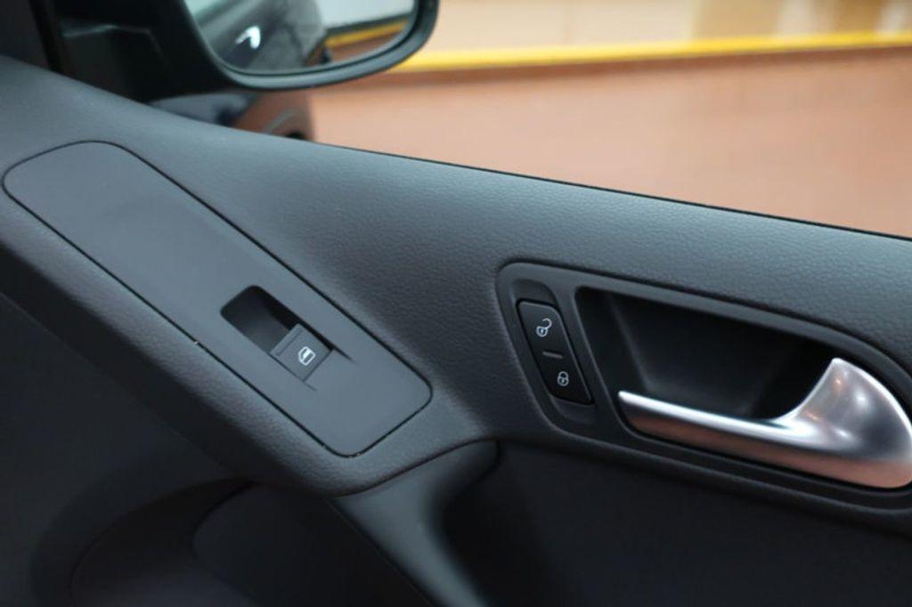 2015 Volkswagen Tiguan S; SE; SEL; Wolfsburg Edition - 16640650 - 21