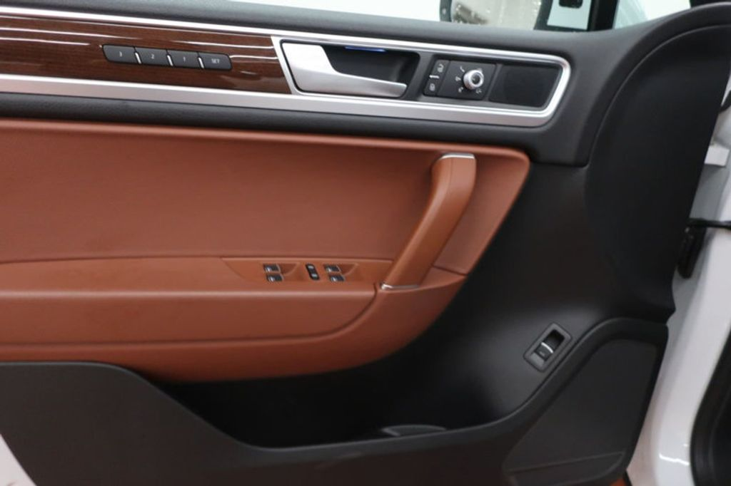 2015 Volkswagen Touareg 4dr V6 Lux - 17167639 - 11