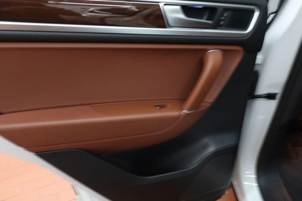 2015 Volkswagen Touareg 4dr V6 Lux - 17167639 - 20