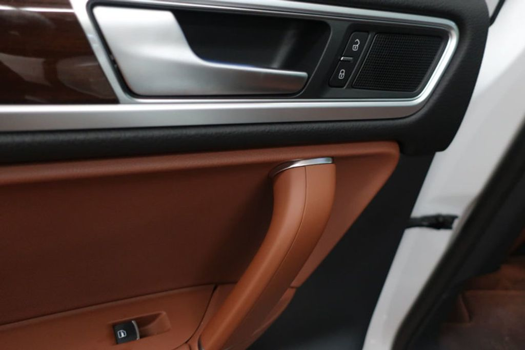 2015 Volkswagen Touareg 4dr V6 Lux - 17167639 - 21