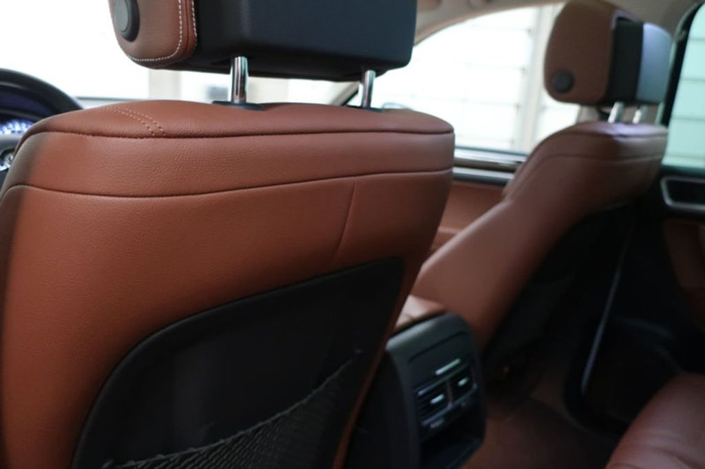 2015 Volkswagen Touareg 4dr V6 Lux - 17167639 - 24