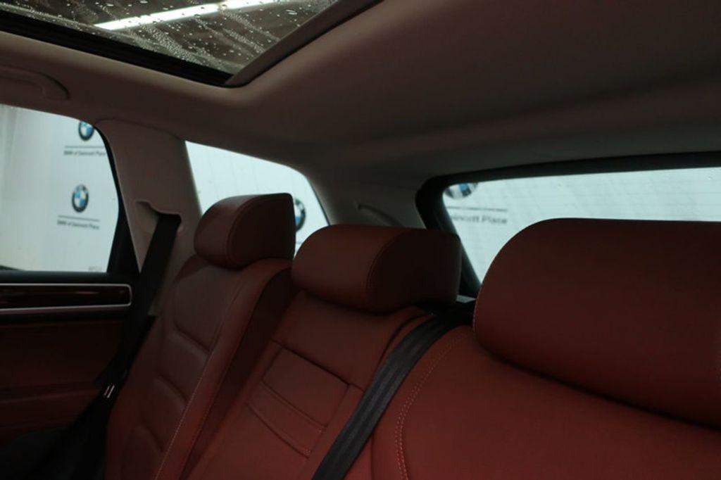 2015 Volkswagen Touareg 4dr V6 Lux - 17167639 - 25