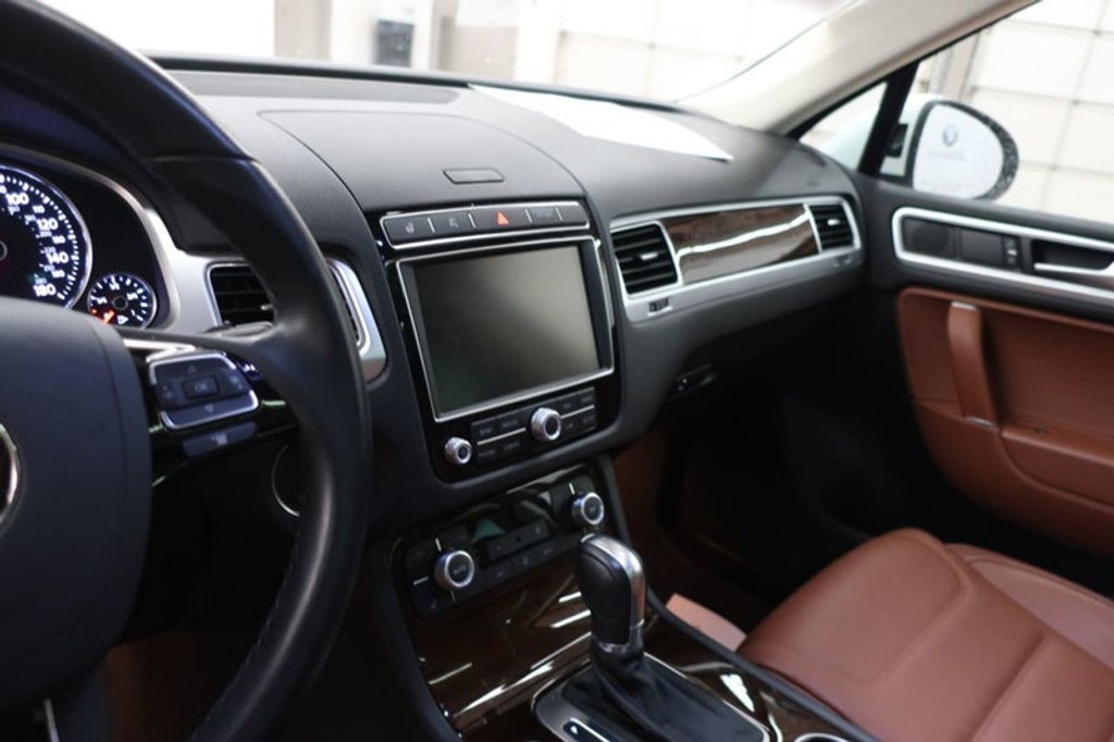 2015 Volkswagen Touareg 4dr V6 Lux - 17167639 - 28