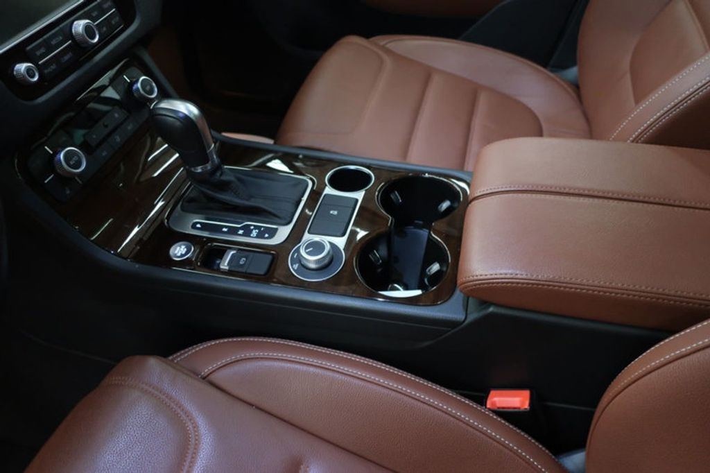 2015 Volkswagen Touareg 4dr V6 Lux - 17167639 - 29