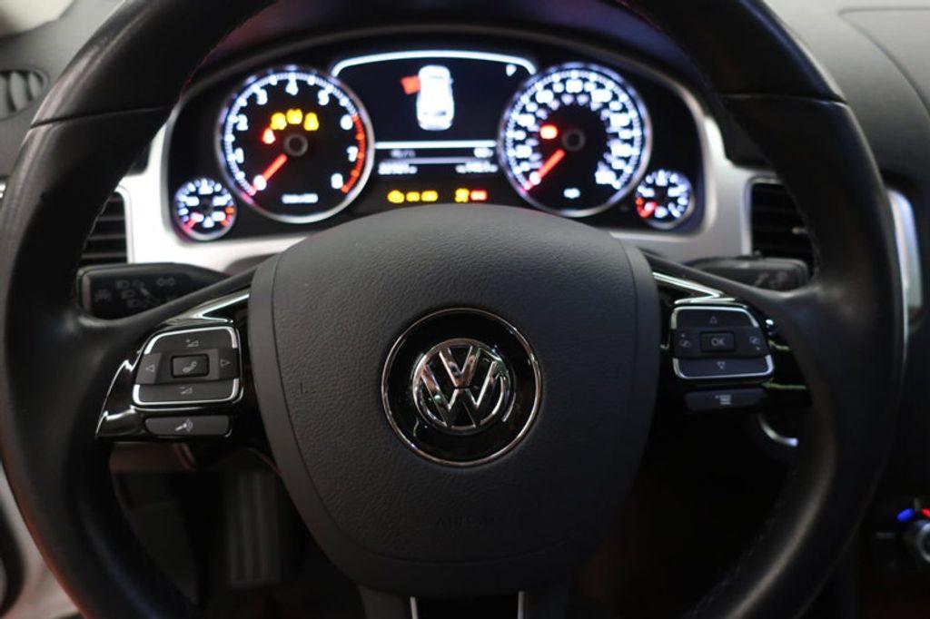 2015 Volkswagen Touareg 4dr V6 Lux - 17167639 - 34