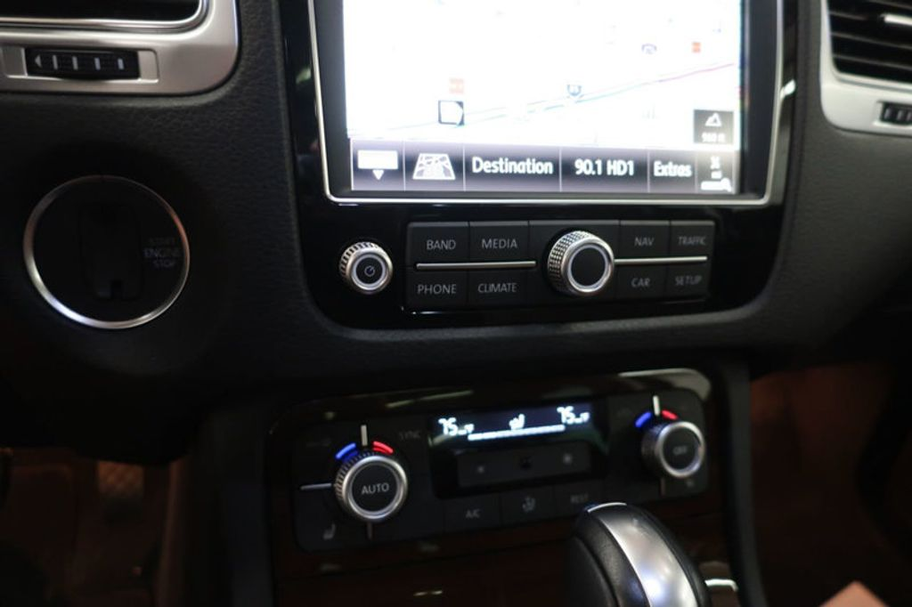 2015 Volkswagen Touareg 4dr V6 Lux - 17167639 - 36