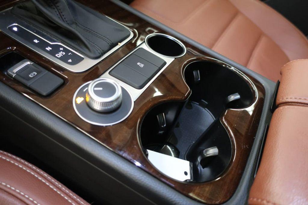 2015 Volkswagen Touareg 4dr V6 Lux - 17167639 - 39