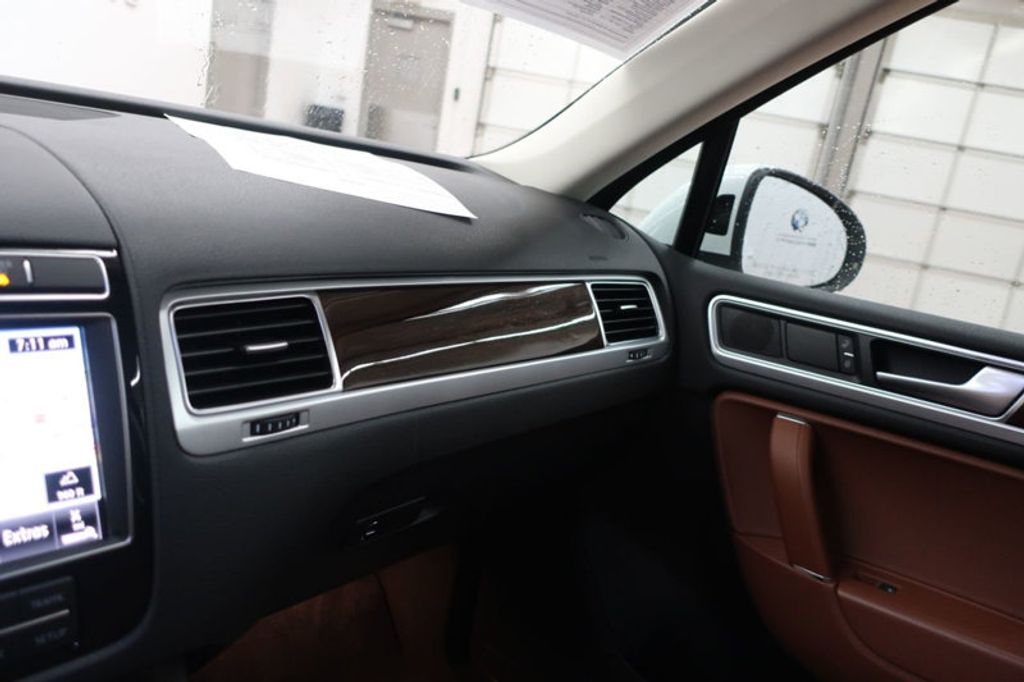 2015 Volkswagen Touareg 4dr V6 Lux - 17167639 - 40