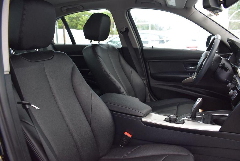 2016 BMW 3 Series 320i - 18359536 - 18