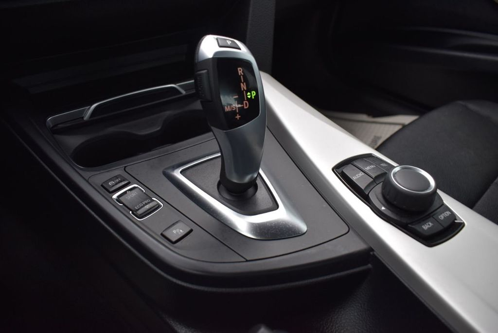 2016 BMW 3 Series 320i - 18359536 - 25
