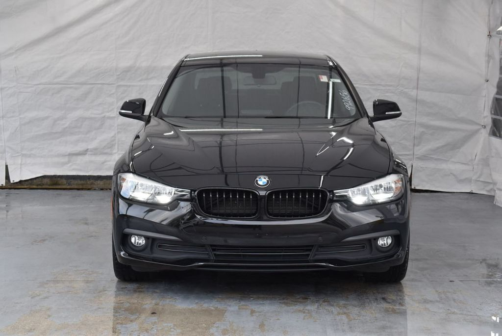 2016 BMW 3 Series 320i - 18359536 - 3