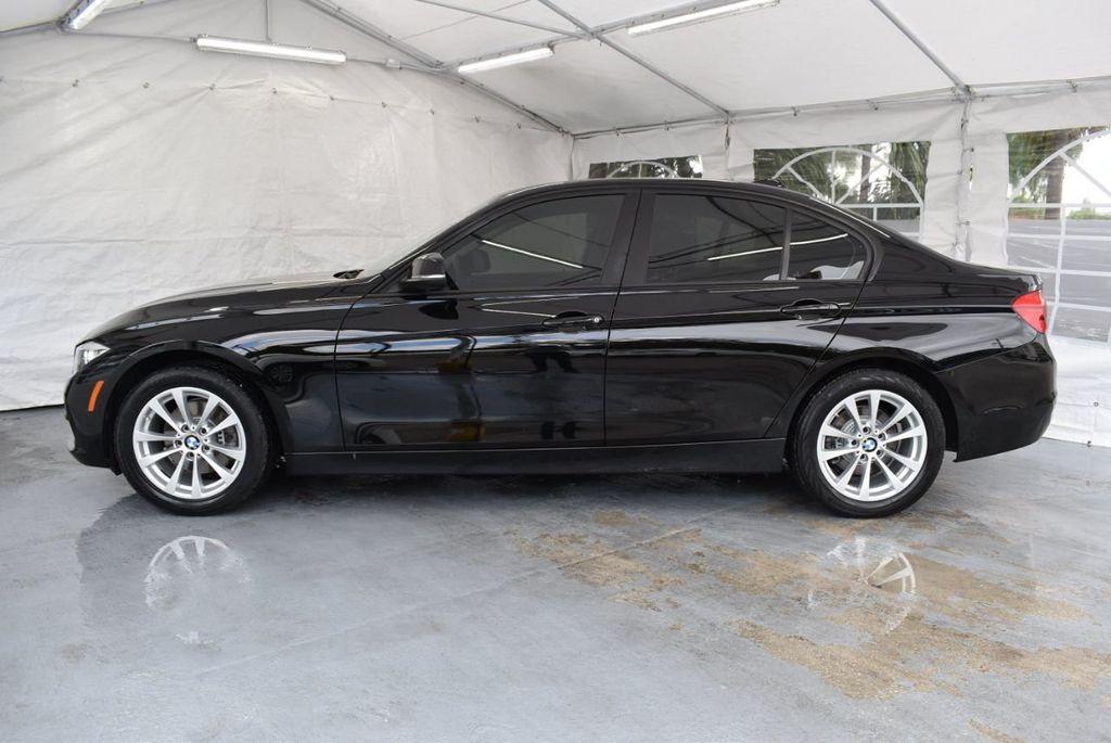 2016 BMW 3 Series 320i - 18359536 - 4