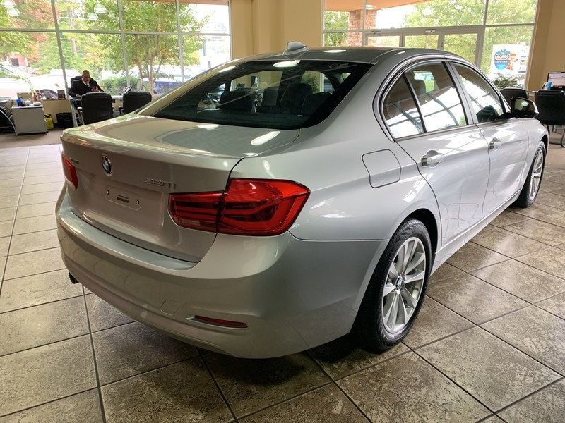 2016 BMW 3 Series 320i xDrive - 19417496 - 10