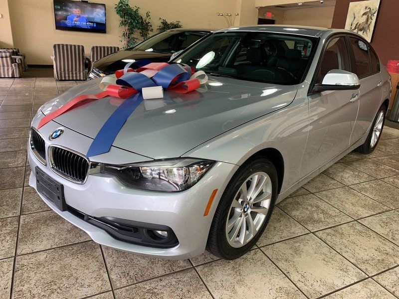 2016 BMW 3 Series 320i xDrive - 19417496 - 4