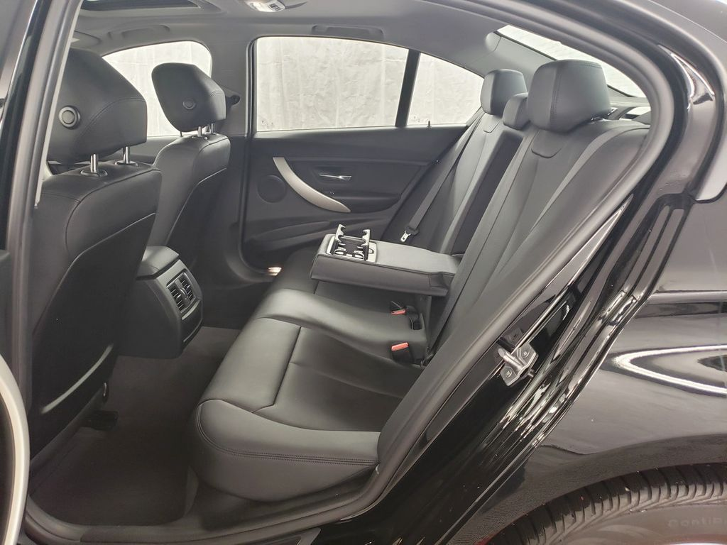 2016 BMW 3 Series 320i xDrive - 18253643 - 9