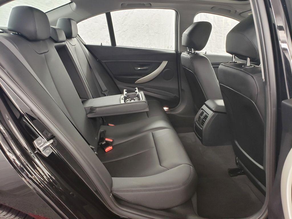 2016 BMW 3 Series 320i xDrive - 18253643 - 10