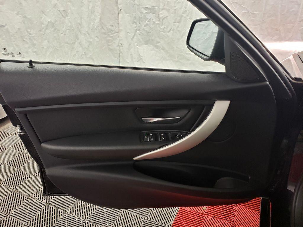 2016 BMW 3 Series 320i xDrive - 18253643 - 14