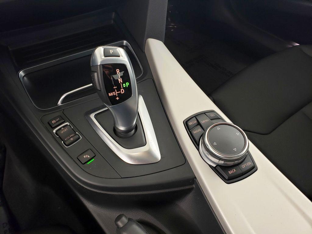 2016 BMW 3 Series 320i xDrive - 18253643 - 27