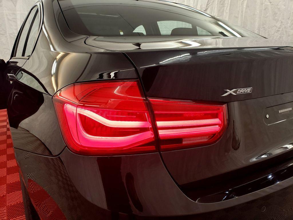 2016 BMW 3 Series 320i xDrive - 18253643 - 31