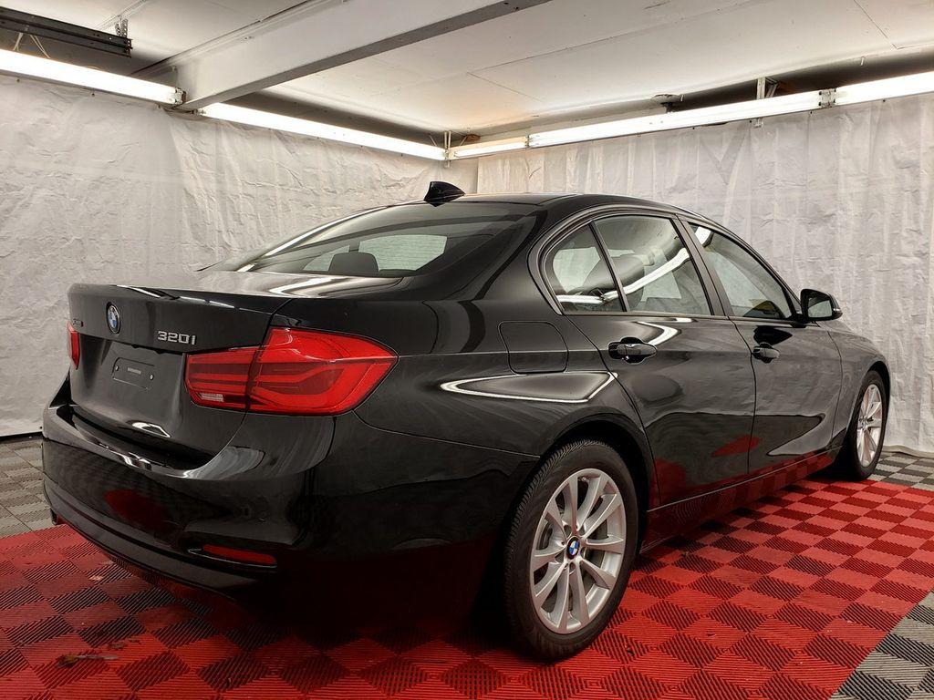 2016 BMW 3 Series 320i xDrive - 18253643 - 5