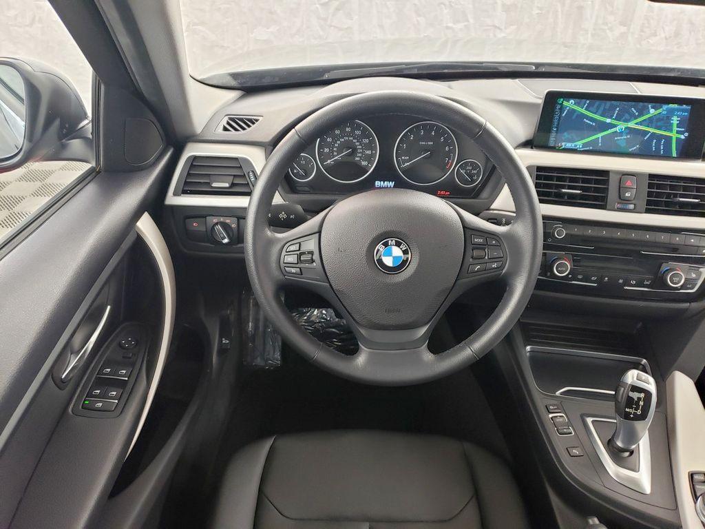 2016 BMW 3 Series 320i xDrive - 18253643 - 6