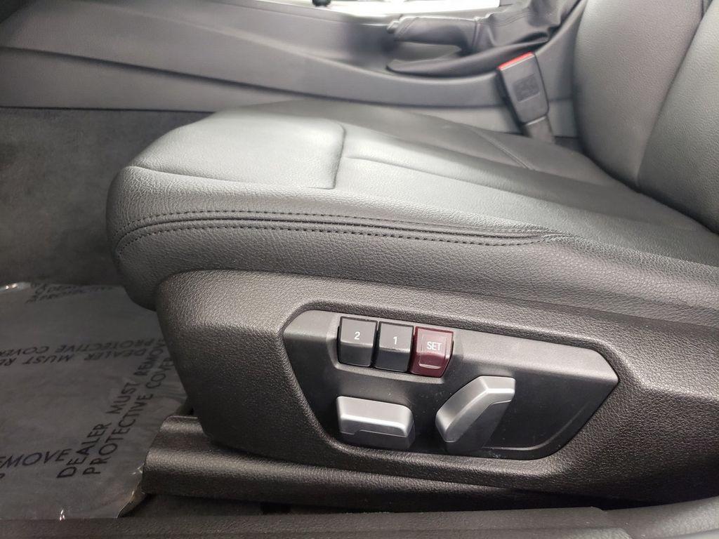 2016 BMW 3 Series 320i xDrive - 18253643 - 8