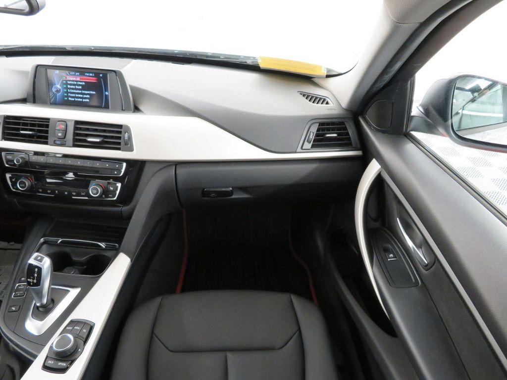 2016 BMW 3 Series 320i xDrive - 18477876 - 11