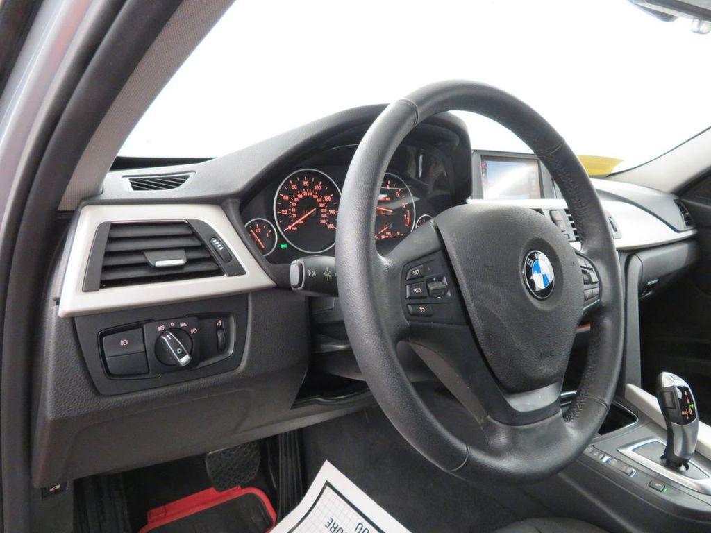 2016 BMW 3 Series 320i xDrive - 18477876 - 14