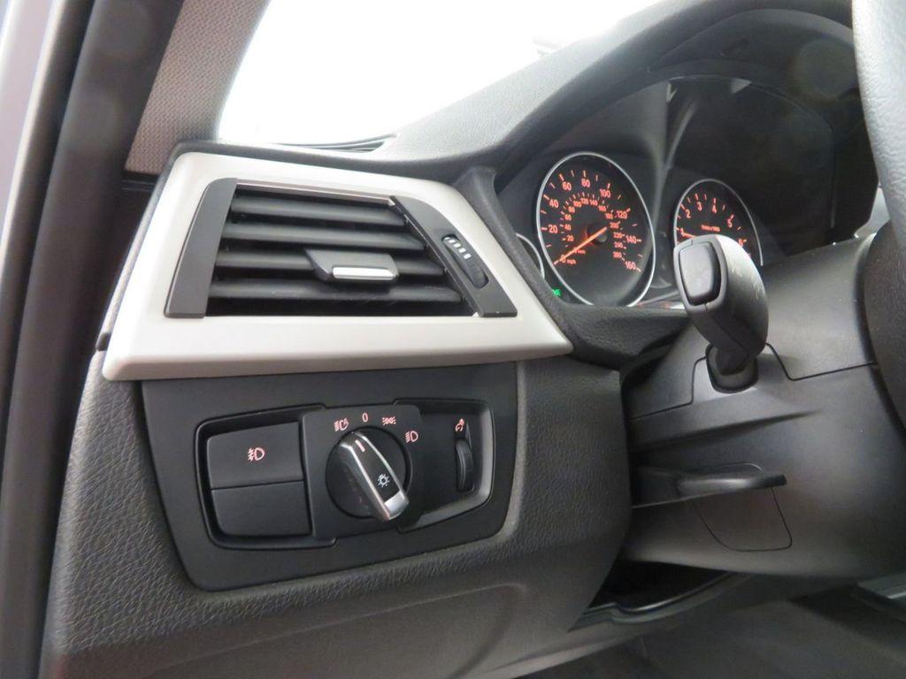 2016 BMW 3 Series 320i xDrive - 18477876 - 15
