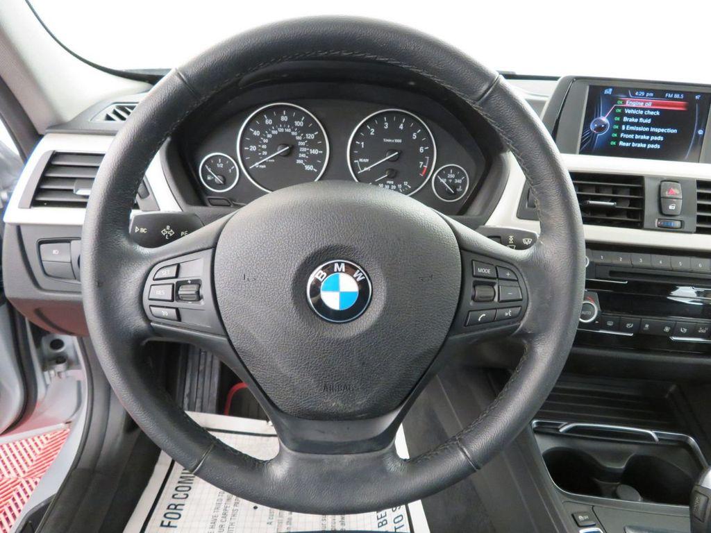 2016 BMW 3 Series 320i xDrive - 18477876 - 16