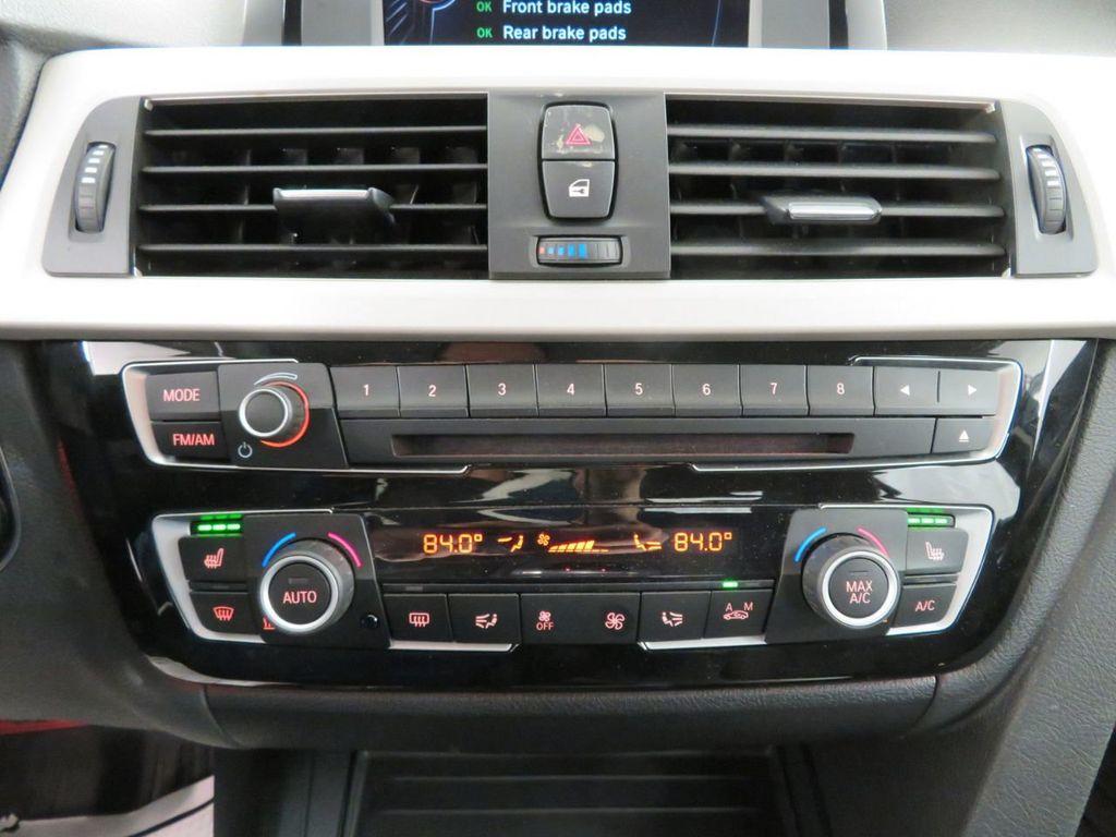 2016 BMW 3 Series 320i xDrive - 18477876 - 27