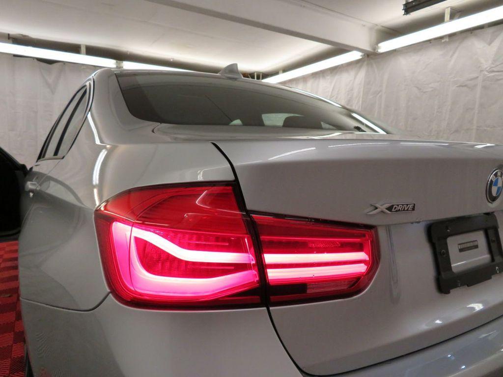 2016 BMW 3 Series 320i xDrive - 18477876 - 31