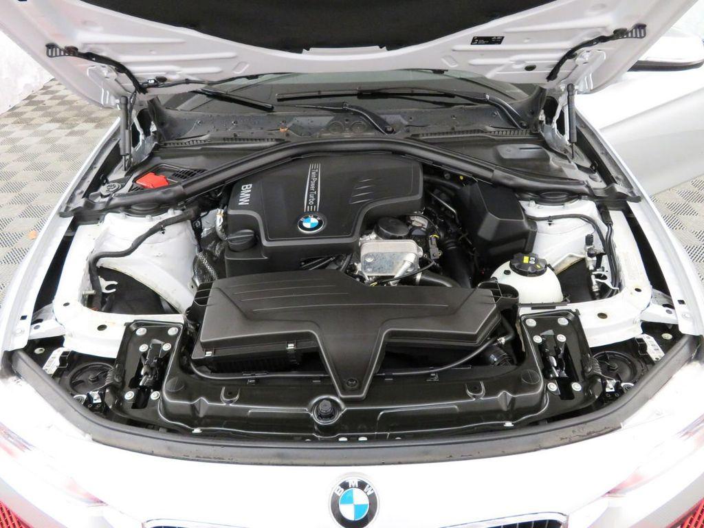 2016 BMW 3 Series 320i xDrive - 18477876 - 32