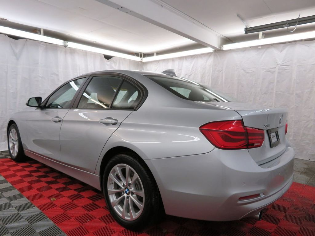 2016 BMW 3 Series 320i xDrive - 18477876 - 3