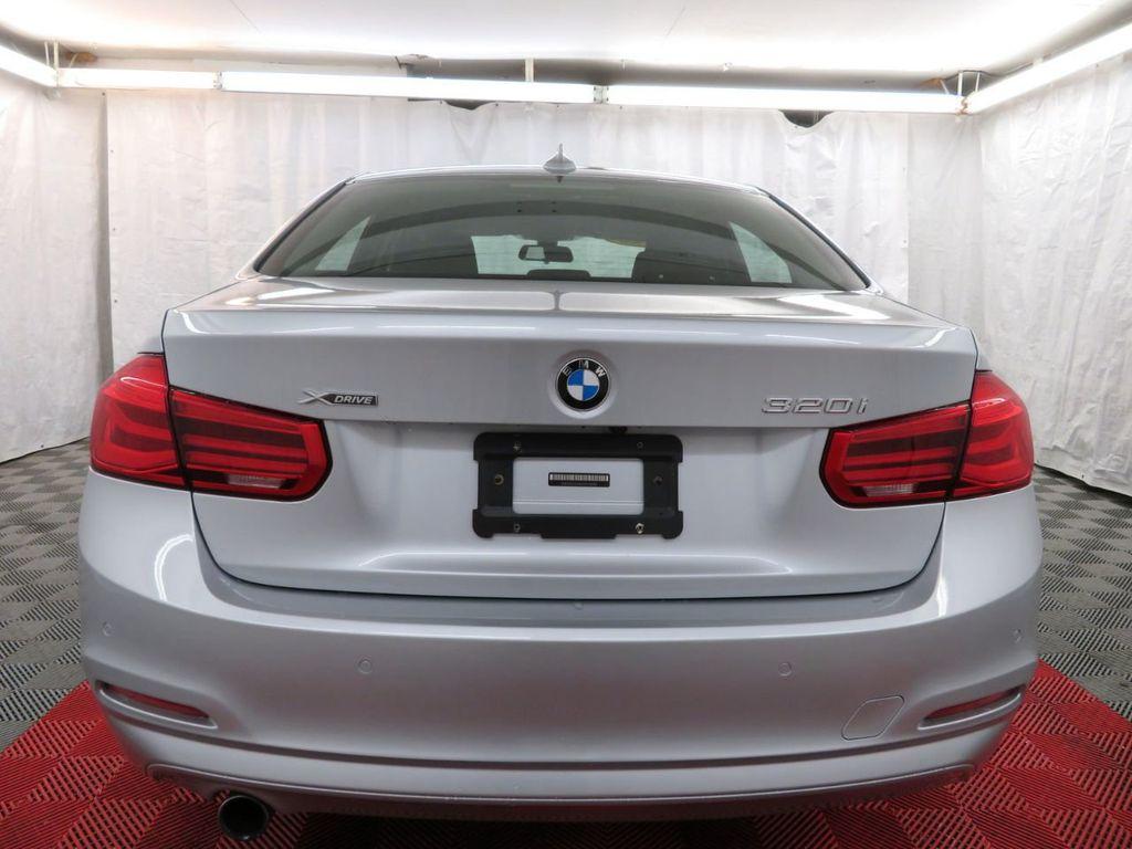 2016 BMW 3 Series 320i xDrive - 18477876 - 4